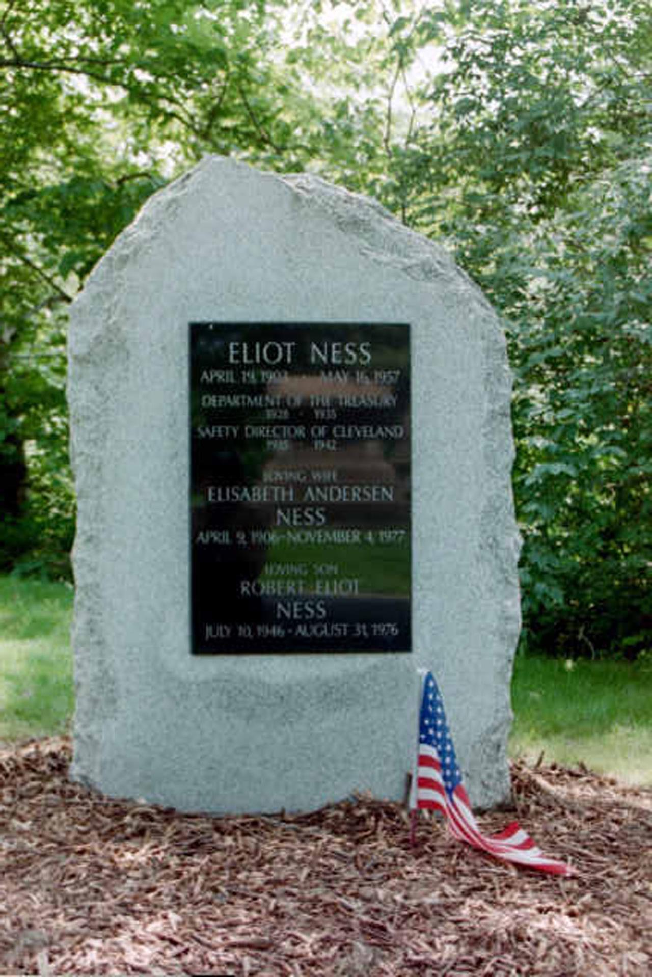 Eliot Ness Grave