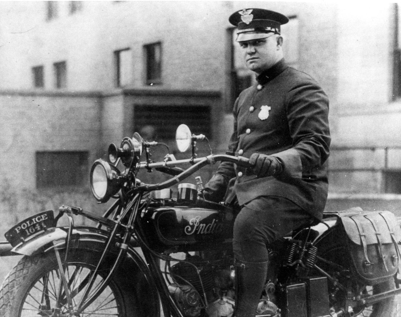 Indian-Motorcycle-1920s.jpg