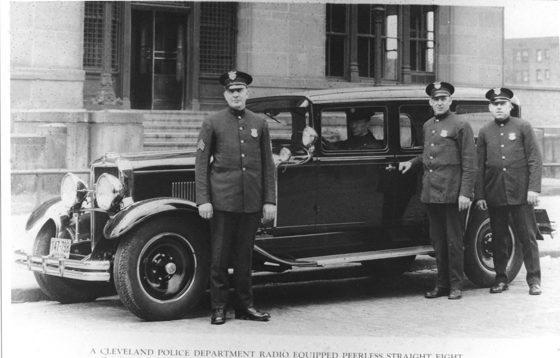 1990029006-Peerless-Model-125-Straight-8-Cleveland-Police-Radio-Equipped-Patrol-Car.jpg